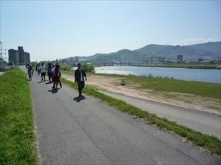 s-7川へ.JPG