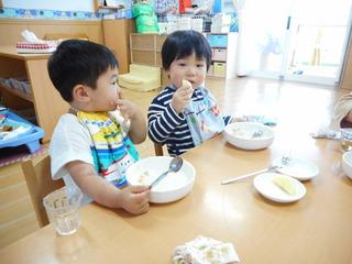お腹いっぱい食べたよ!リンゴおいしいね!.JPG