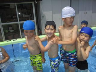 (や)プールの中でジャンケン列車!!たのしいね〜.JPG